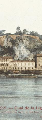 Le quai de la Ligne et le Rocher des Doms vus depuis l'île de la Barthelasse
