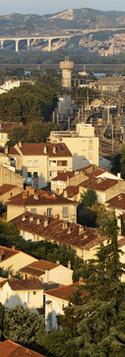 Vue de la gare, du quartier des Sources et de Monclar depuis un immeuble de l'avenue de la Trillade