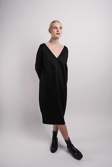 šaty black V