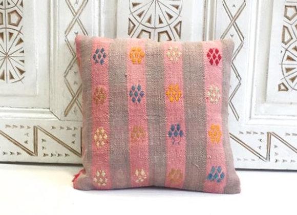Vintage Kilim Pillow                                                  40 x40 cm