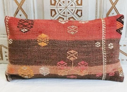 Vintage Kilim Pillow                                                   30 x 50cm
