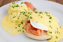 eggs-benedict-at-bike-and-bean-deepdale-garden-centre-north-lincolnshire