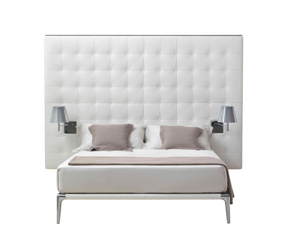 Volage Queen Bed