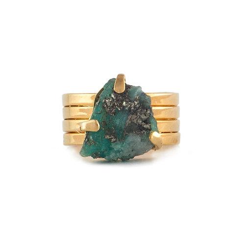 Anillo de esmeralda con chapa de oro
