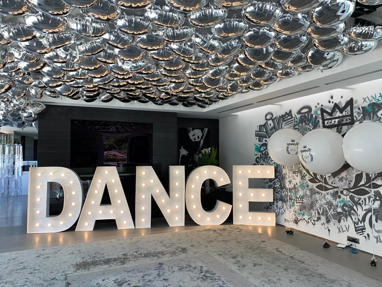 Lettres géantes DANCE