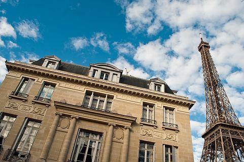 Nettoyage d'immeubles à Paris et île de France. Nettoyage des halls d'entrées, Nettoyage cages d'escaliers, Nettoyage Parkings, Relamping, Sortie et entrée des Poubelles.
