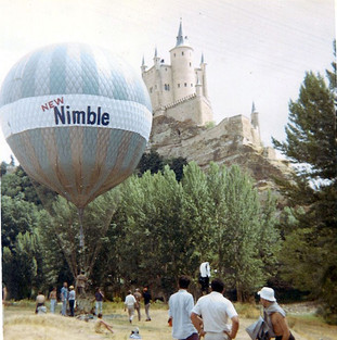 Nimble balloon with small banner