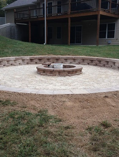 Landscaping Firepit with Stone Wall