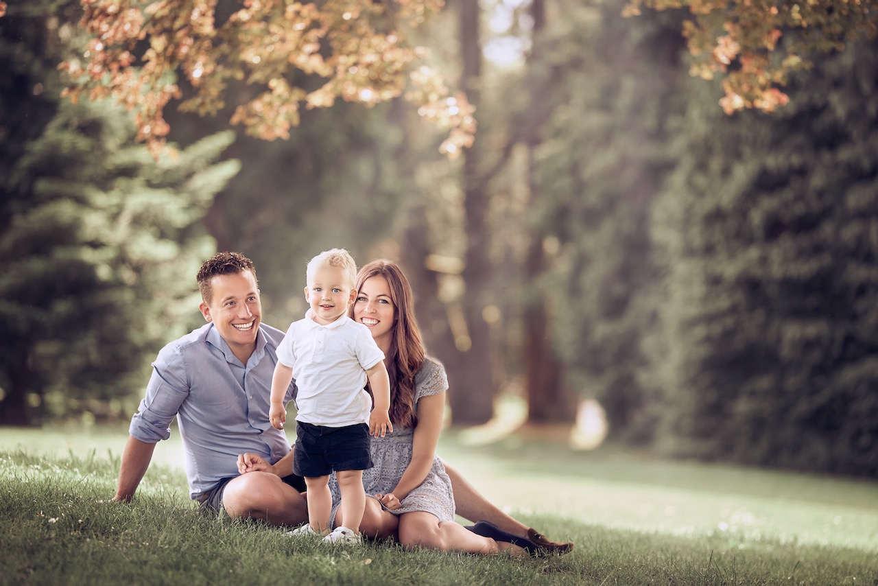 Familien Fotoshooting mit einem Kind im Park Luzern