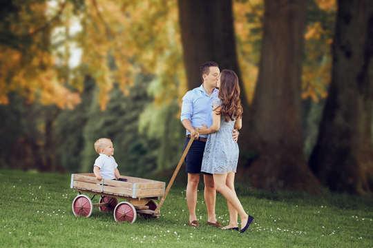 Familienfotoshooting im Park mit altem L