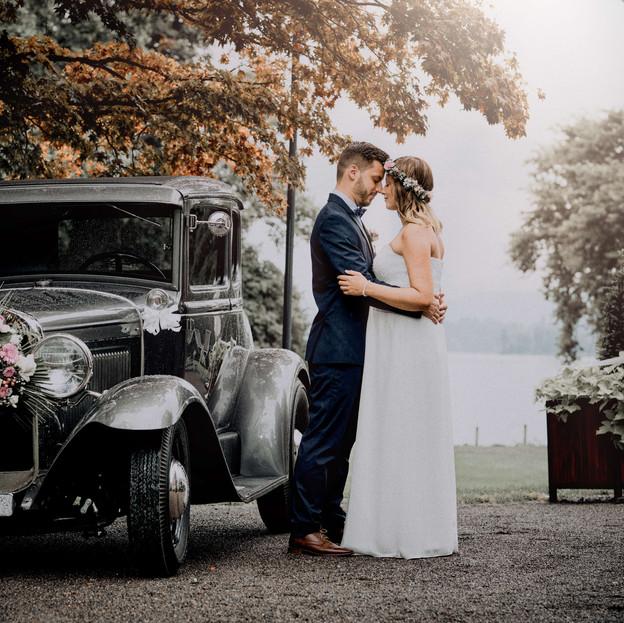 hochzeitsfotograf-luzern-brautpaarfotos-mit-Oldtimer-ford t