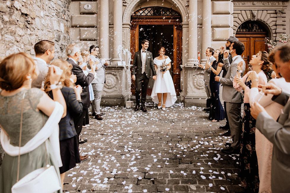Auszug aus dem Rathaus Luzern-Hochzeitsfotograf Schweiz.jpg