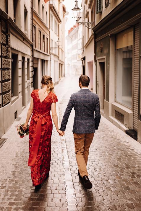 Brautpaarshooting in den Gassen von Luzern-Rotes
