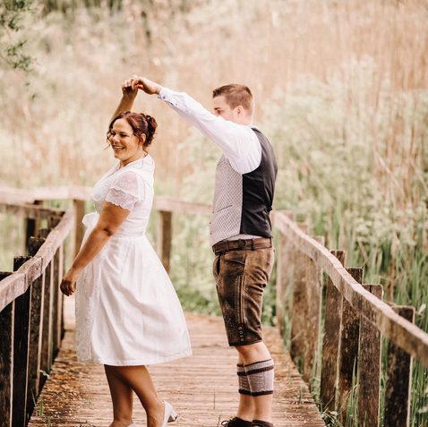 Hochzeitsfotograf Luzern-Zentralschweiz-ungestellt authentisch Brautpaar Tanz