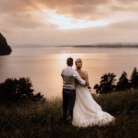 Hochzeitsfotograf Luzern Vitznau-Brautpaarshooting bei Sonnenuntergang 3.jpg