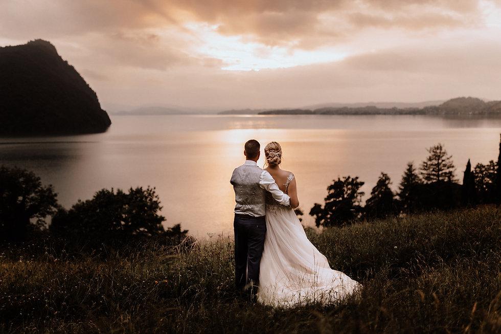 Hochzeitsfotograf Luzern Vitznau-Brautpaarshooting bei Sonnenuntergang.jpg