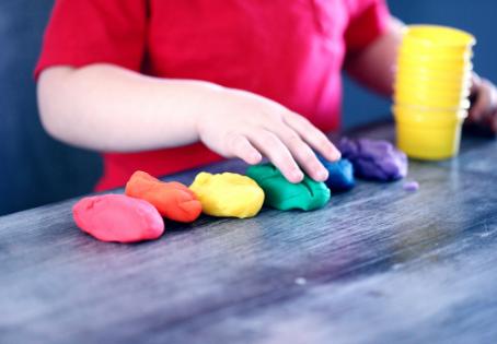Cómo hacer plastilina casera para niños de todos los colores