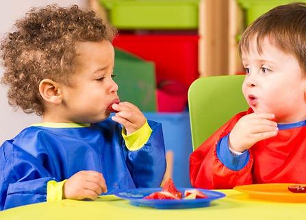 ToddlerBoysEatingFruit-ThinkstockPhotos-