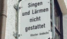 Beate Gartner Sopran – Straßenschild: Singen nd Lärmen nicht gestattet
