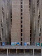 ... das Geisterhotel wurde von einem deutschen Unternehmen in den 1970er Jahren hochgezogen; doch als der Rohbau fertiggestellt war, ging es nicht weiter ...