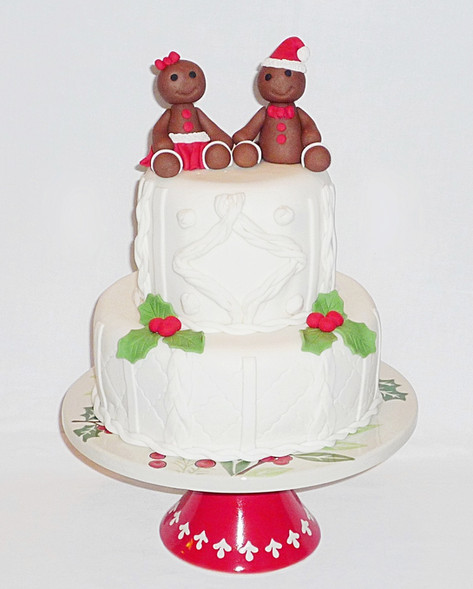 Gingerbread Mr & Mrs Claus christmas cake