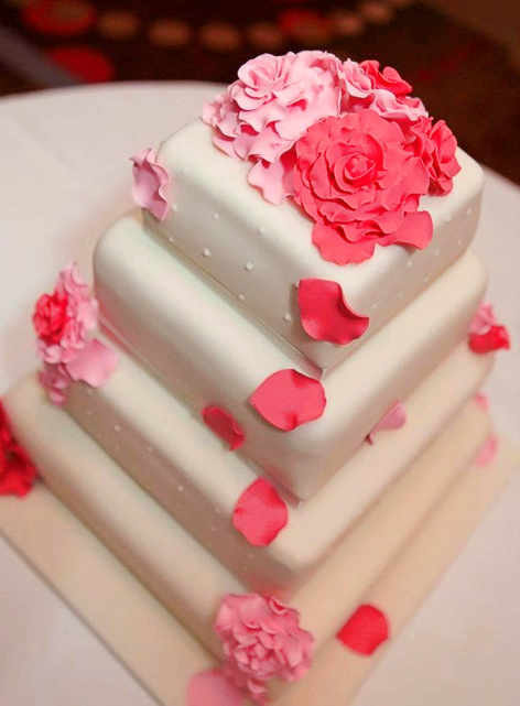Red and Pink Roses Wedding Cake