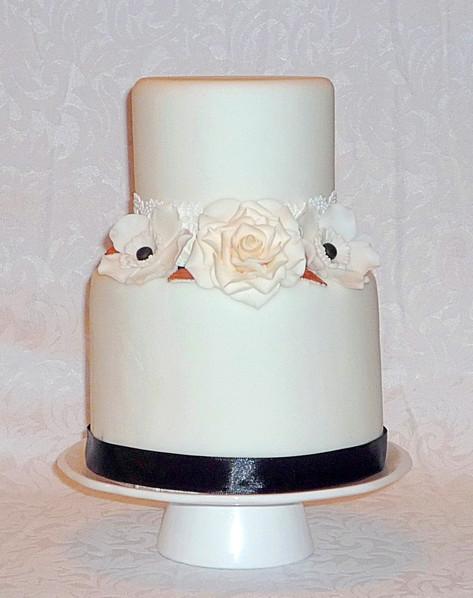 Coco Chanel inpired Wedding Cake