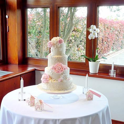 My Wedding cake wide shot
