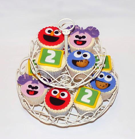 Sesame Street cupcakes tiers