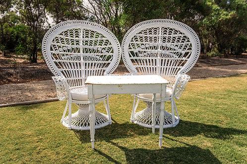 Grand peacock chair white