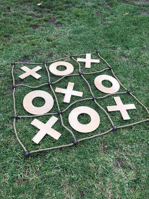 Giant noughts and crosses game