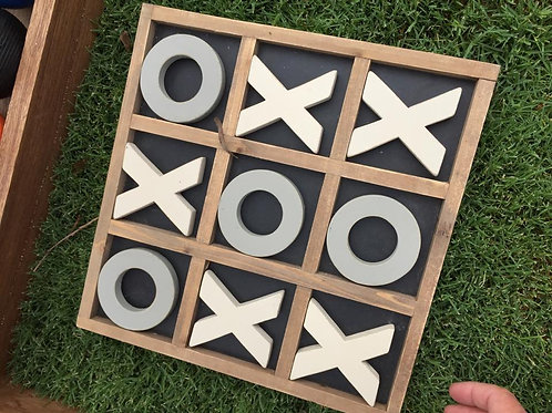 Table top naughts and crosses game