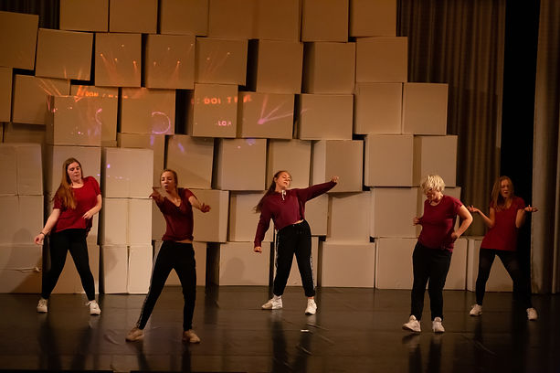 Tanzraum Rosenheim Tanzschule Modern Dance Contemporay Urban Dance Hiphop Kindertanz Ballett Moderner Tanz studio Teenager Jugendliche Erwachsene tanzen Kinder