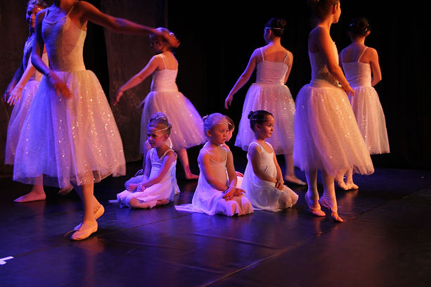 Tanzraum Rosenheim Tanzschule Modern Dance Contemporay Urban Dance Hiphop Kindertanz Ballett Moderner Tanz Jazz Dance studio Teenager Jugendliche Erwachsene tanzen Kinder