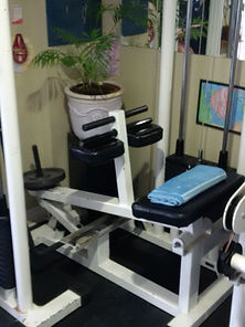 personaltraining, calf machine in personal training studio