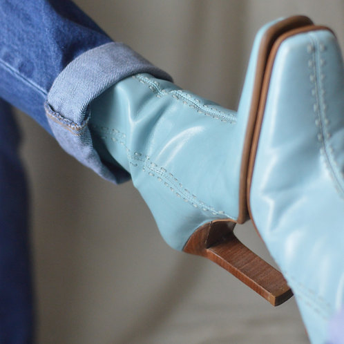 Vintage Baby Blue Leather Boots |7.5|