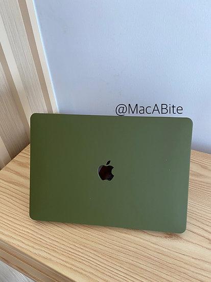 เคส Macbook สีเขียวขี้ม้า เนื้อพ่นทราย เจาะโลโก้