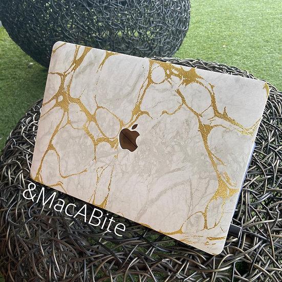 เคส Macbook ลายหินอ่อน Classic Gold Marble เจาะโลโก้