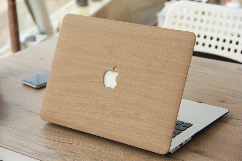 เคส Macbook ลายไม้ สี yellow wood grain  เจาะโลโก้