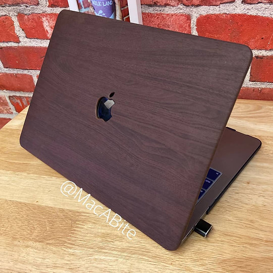 เคส Macbook ลายไม้ สี Red Brown wood grain  เจาะโลโก้