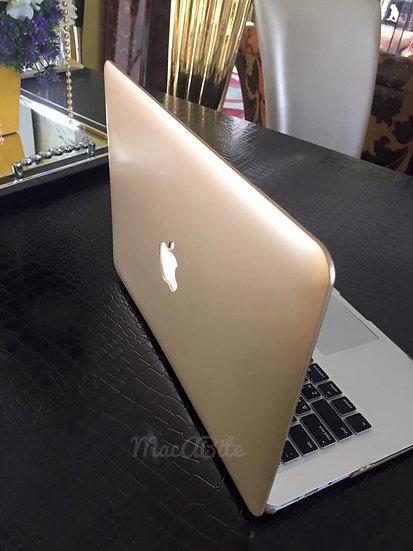 เคส Macbook สีทองเมทาลิก เจาะโลโก้