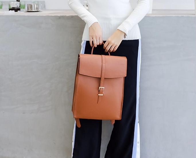 กระเป๋าสะพาย BRESCONI Macbook Backpack 13.3 inch