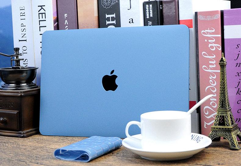 เคส Macbook สีฟ้า เนื้อพ่นทราย เจาะโลโก้