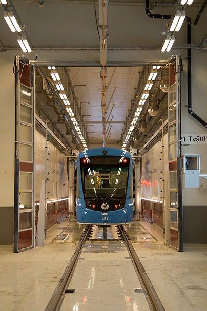 Vikport glasad med gångdörr till tåg och tunnelbana