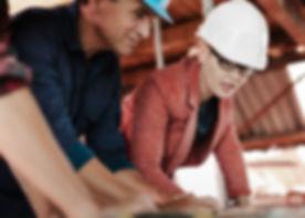 Projeto aprovado. Execução de reforma ou imóvel novo. Serviços de marcenaia, marmoraria, colocação de piso, revestimentos, forro e iluminação. Comprar itens de decoração, cortinas, papel de parede, mobília. Pacote de serviço com visita em obra ou loja. Levanamento de planilha de orçamentos. Indicação de fornecedors e mão-de-obra. Acompanhamento de etapas. Cronograma de execução.