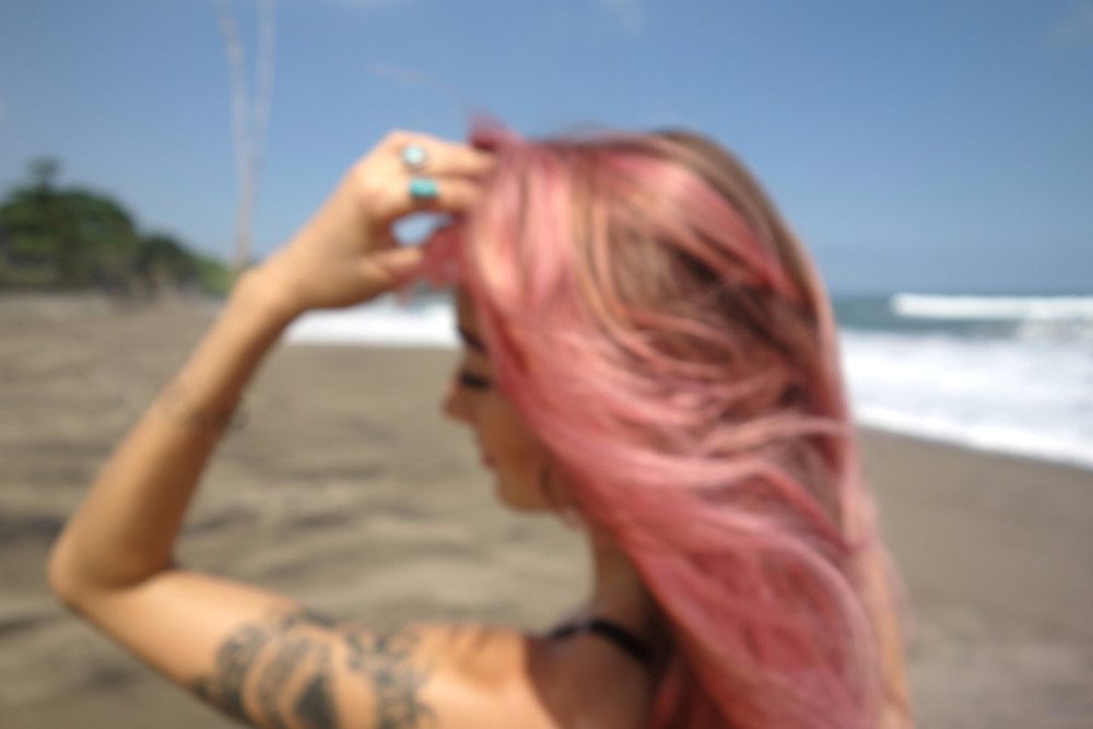 Beach Day Beauty Essentials: The top 4 products you need in your tote all summer. #skincare #pinkhair #spf #haircare
