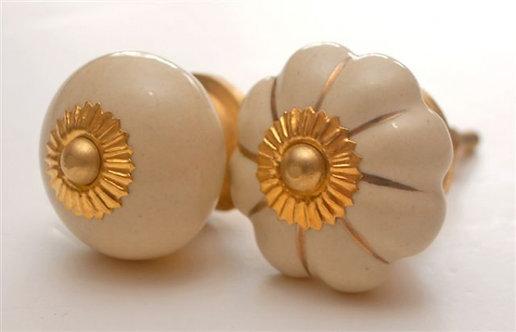 ידית כפתור בצורת עיגול או פרח בצבע בז' עם זהב