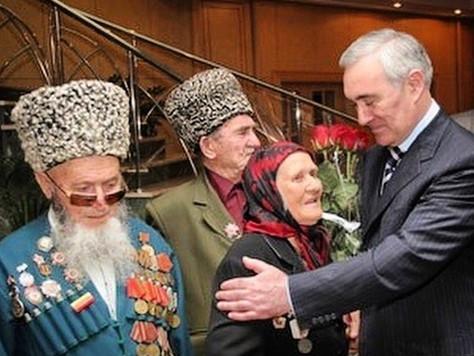 Мурат Зязиков поздравил ветеранов с Днём Победы в Великой Отечественной войне