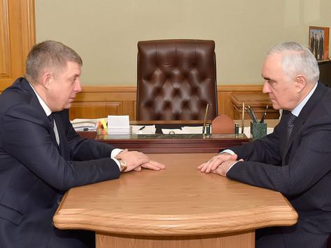 Заместитель полномочного представителя Президента РоссиивЦФО Мурат Зязиков встретился с губернатор