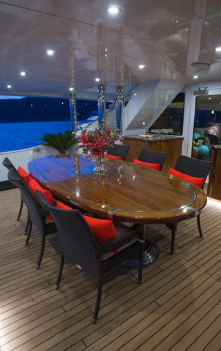 main_deck_dining_5_133jpg